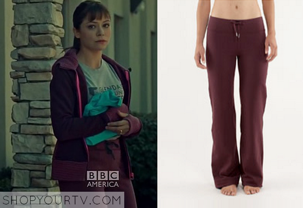 Yoga Pants Season is Upon us This Maroon Yoga Pants in