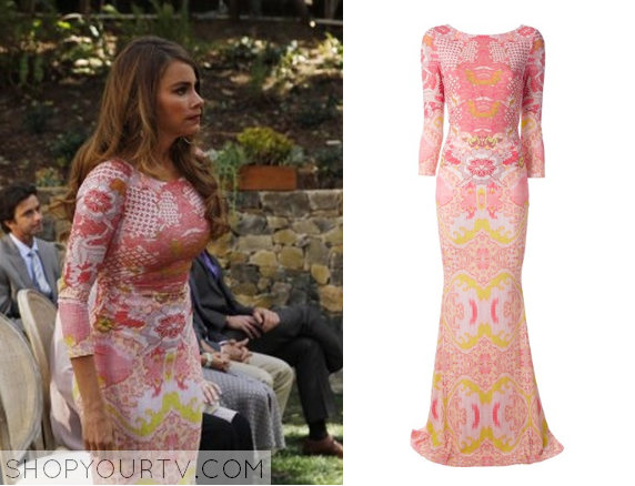 Gloria Pritchett Sofia Vergara Wears This Pink Baroque Printed Long Sleeve Bodycon Gown In Week S Episode Of Modern Family The Wedding