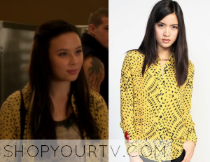 Starcrossed: Season 1 Episode 10 Julia's Yellow Printed Shirt
