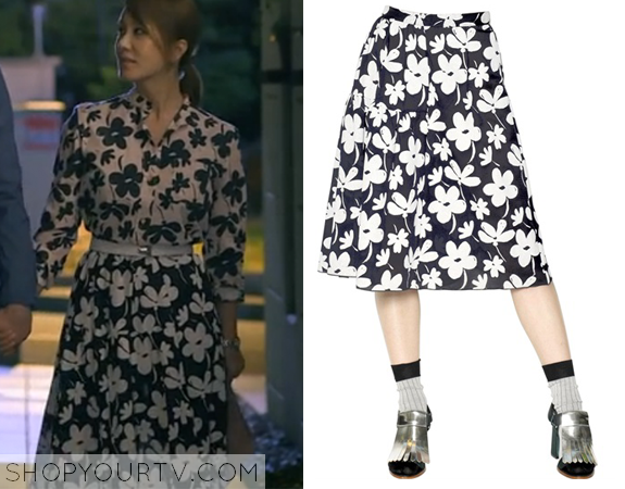 Ban Ji Yeon's Black and White Floral Print Skirt