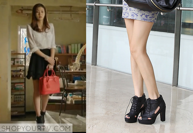 Oh Soo Hyun's Black Lace-Up Ankle Boots