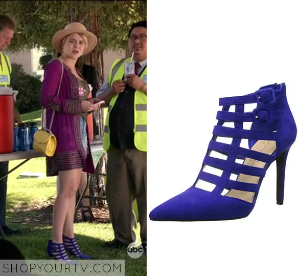 1x8 Kevin From Work Roxies Blue Cage Heels