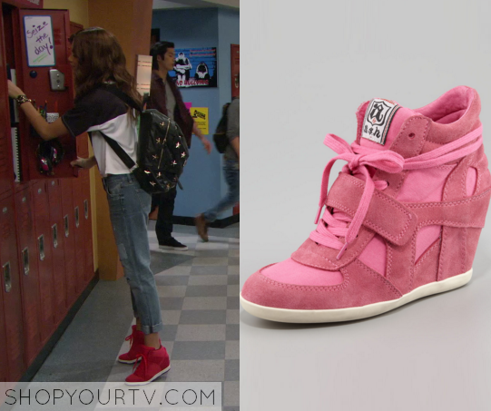 K.C. Undercover 1x11 KC Cooper pink shoes