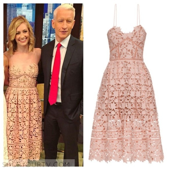Beth Behrs live with kelly