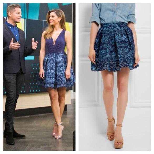 maria menounos' blue lace skirt, E! News