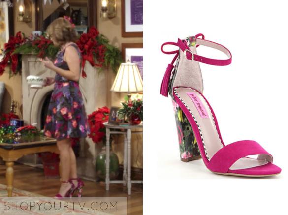 d21402a250a5 Fuller House  Season 2 Episode 13 Kimmy s Hot Pink Suede Floral Heel Sandals