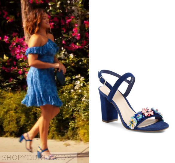 38b20c0f7db Jane Villanueva (Gina Rodriguez) wears these blue floral strap sandals in  this episode of Jane the Virgin