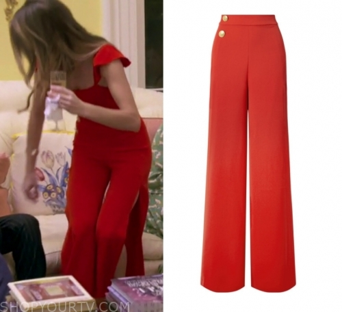 Clothes, Style, Fashion & Outfits Worn On TV