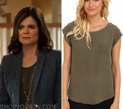 Life in Pieces: Season 1 Episode 20 Heather's Olive Blouse