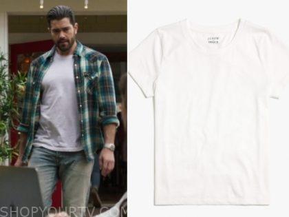 Chesapeake Shores: Season 4 Episode 2 Trace's White T Shirt