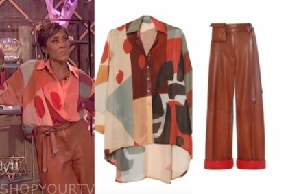 robin roberts's multicolor top and brown pants