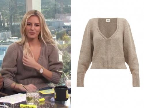 morgan stewart, beige v-neck sweater, E! news, daily pop