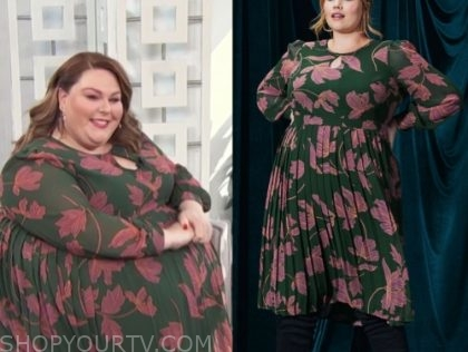 chrissy metz, E! news, green and pink floral pleated dress