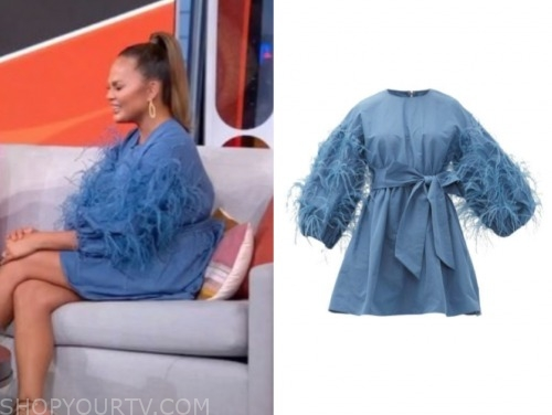 chrissy teigen, gma3, blue feather dress