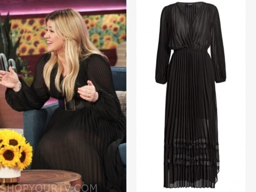 kelly clarkson, black pleated maxi dress, the kelly clarkson show