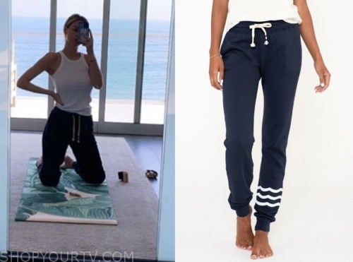 morgan stewart, navy blue sweatpants, E! news