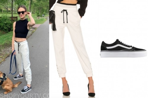 lauren Bushnell, ivory sweatpants, black sneakers, the bachelor