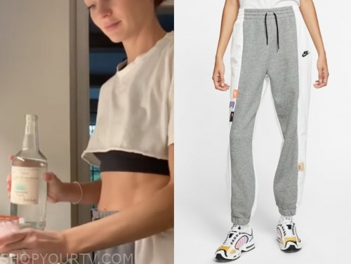 lauren Bushnell, the bachelor, grey and white sweatpants