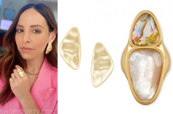 lilliana vazquez, E! news, gold earrings, stone ring