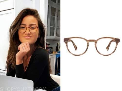 caila quinn, the bachelor, brown eyeglasses