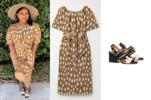 mindy kaling, tan and white polka dot dress, sandals
