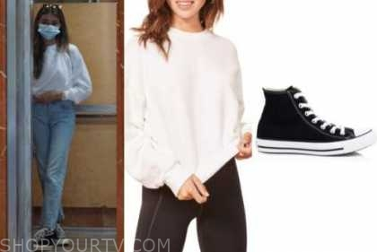 madison beer, white sweatshirt, black sneakers
