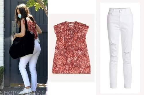 ana de armas, red top, white jeans, white sneakers