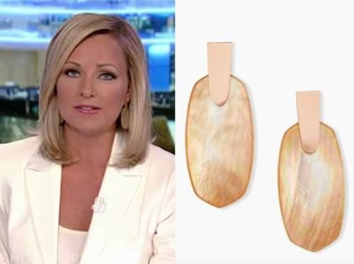 sandra smith, gold oval drop earrings, america's newsroom