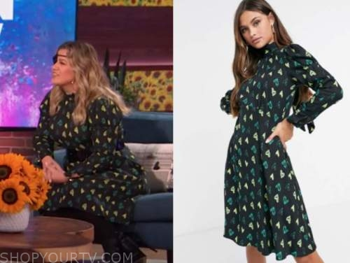 kelly clarkson, the kelly clarkson show, green heart print dress