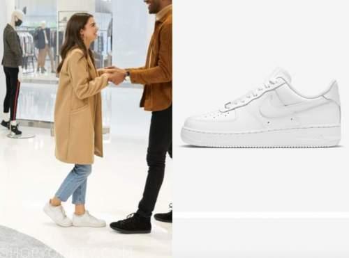 rachael kirkconnell, the bachelor, white sneakers