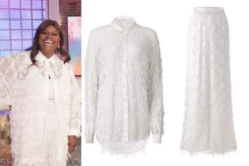 retta, white sequin embellished fringe shirt and pants, the kelly clarkson show