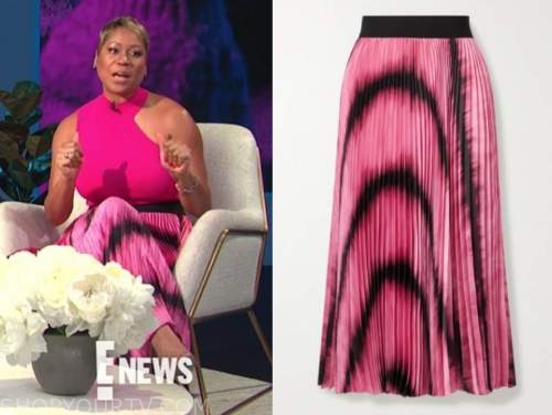 monique kelley, E! news, daily pop, black and pink pleated tie dye skirt