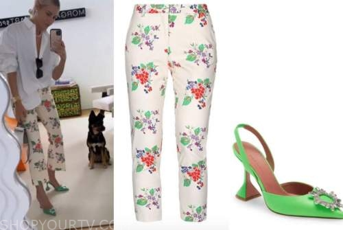 morgan stewart, ivory floral pants, green heels, black sunglasses