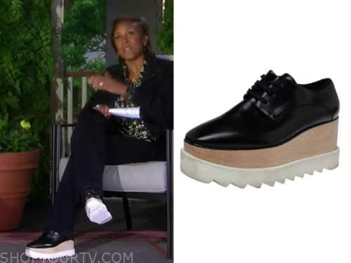 robin roberts, good morning america, black platform sneakers