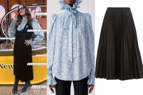 drew barrymore, drew barrymore show, blue striped tie neck blouse, black pleated skirt