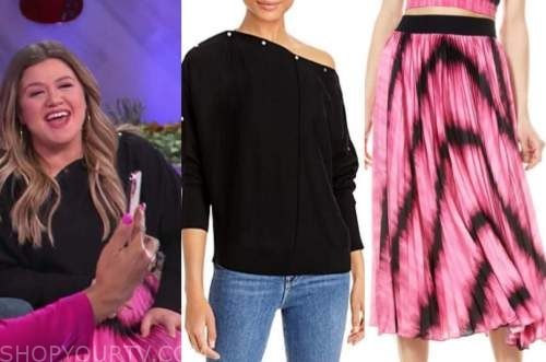 the kelly clarkson show, kelly clarkson, black sweater, pink pleated skirt