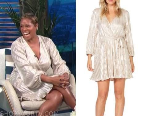 Monique Kelley, E! news, daily pop, gold pleated wrap dress
